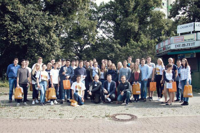 Gruppenfoto der JU-Wahlkämpfer in der Berliner Rheinbabenallee